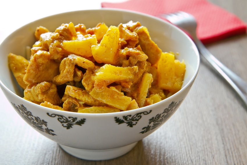 Hähnchen-Curry-Ananas-Pfanne mit Kokosöl