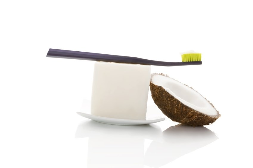 Kokosöl zum Zähneputzen